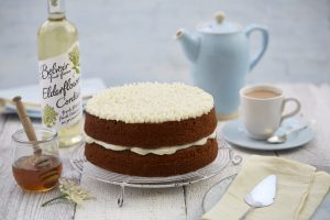 ian-cumming-honey-cake-and-elderflower-icing-with-bottle