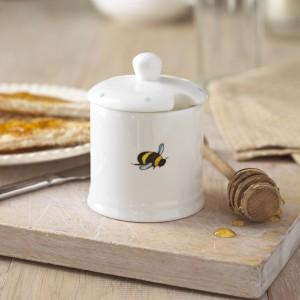 JJBBP01 Busy Bee Honey Pot Lifestyle High Res 2